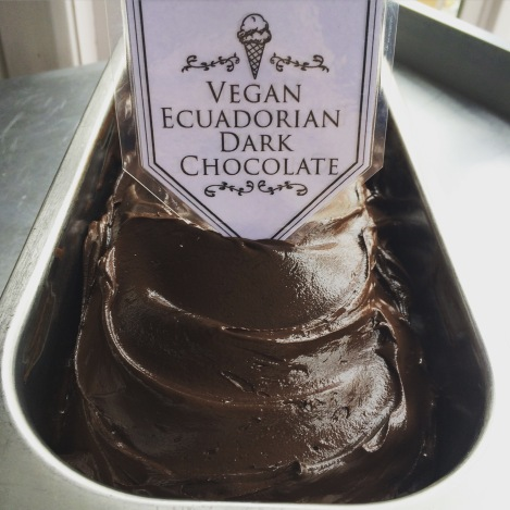 vegan-dark-chocolate-gelato